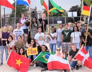 Trường quốc tế với đa dạng quốc tịch