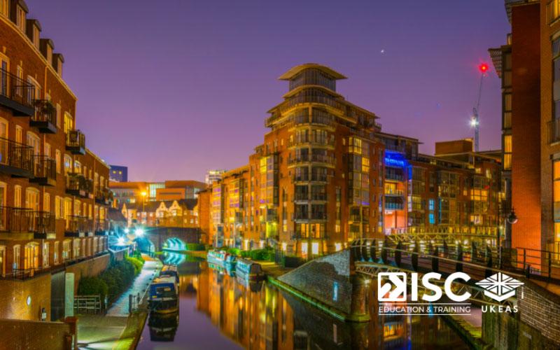 Birmingham là sự pha trộn của những nét kiến trúc hiện đại nhưng lại rất thanh bình