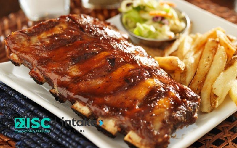 Sườn nướng BBQ là món ăn phổ biến ở Mỹ